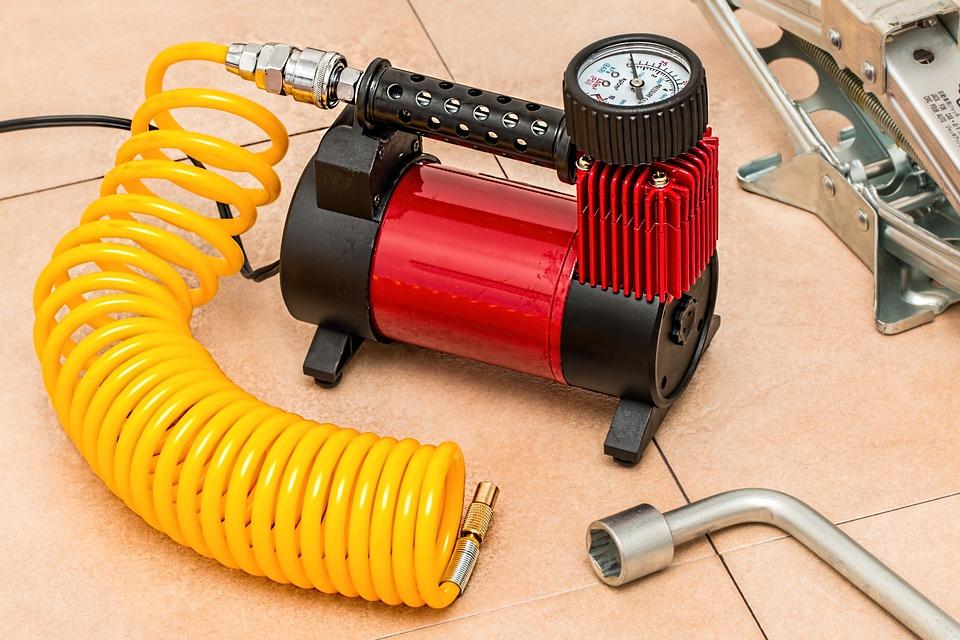 žlutočervený kompresor