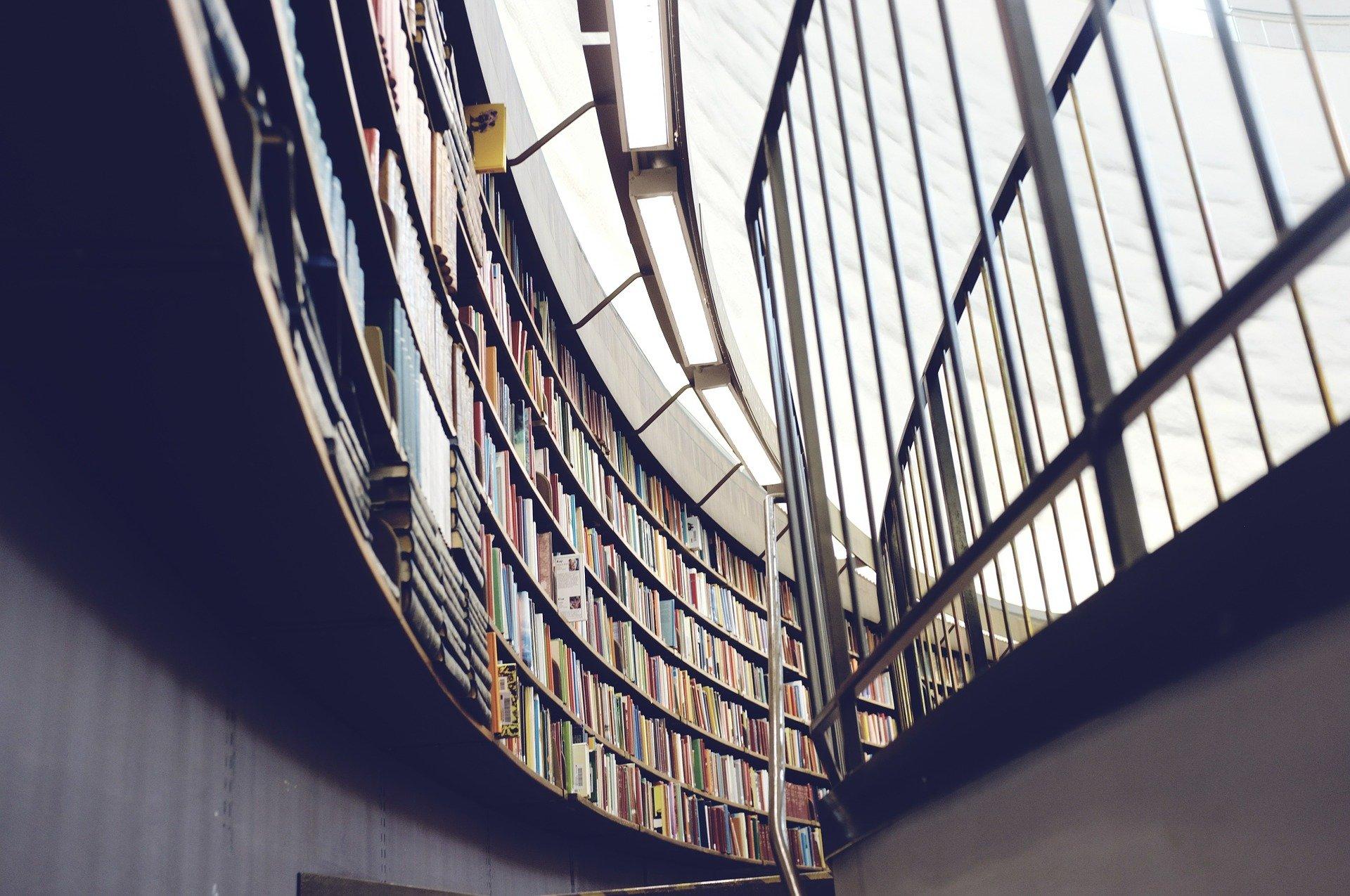 Nerezové zábradlí knihovna
