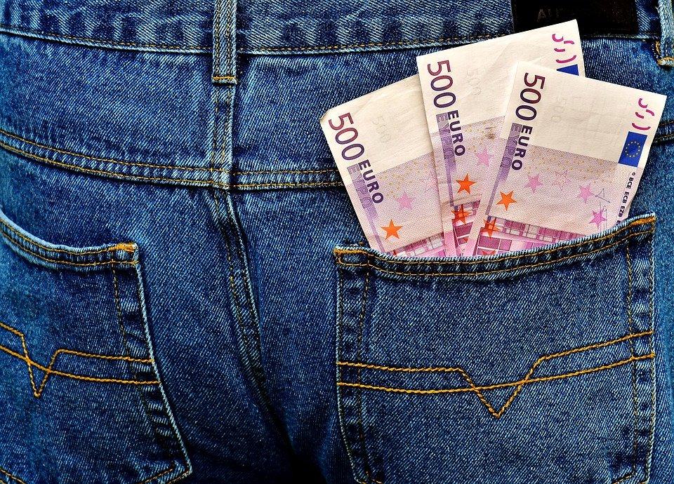 eura v kalhotách