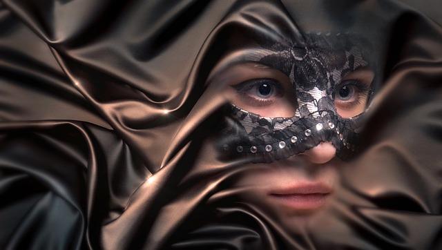 žena v masce.jpg