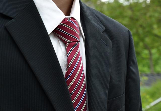 kravata s proužky