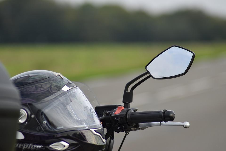 zrcátko na motorce